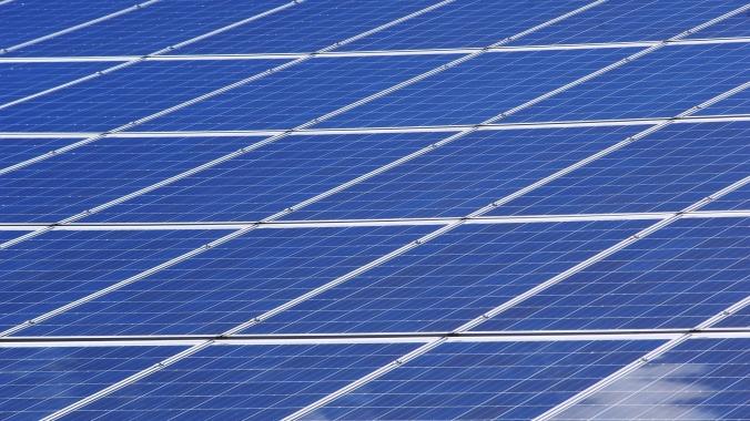 Sistemas solares residenciais no Brasil já têm custo equiparado aos dos EUA