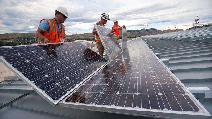 ENTENDA COMO A ENERGIA SOLAR PODE AJUDAR A REDUZIR OS CUSTOS DO SEU NEGÓCIO.